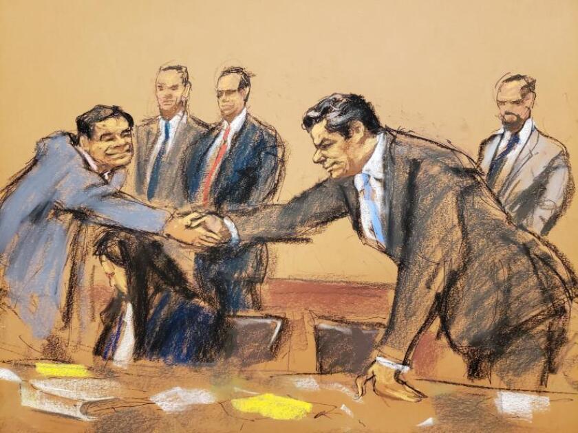 """Reproducción fotográfica de un dibujo realizado por la artista Jane Rosenberg donde aparece el narcotraficante mexicano Joaquín """"El Chapo"""" Guzmán (i) mientras saluda a su abogado Jeffrey lichtman (d), al final del juicio en su contra en el tribunal del Distrito Sur en Brooklyn, Nueva York (EE.UU.). EFE/Jane Rosenberg/Archivo"""