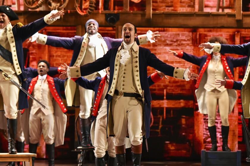 """Lin-Manuel Miranda en el escenario interpretando a """"Hamilton""""."""