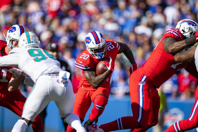 Buffalo Bills running back Frank Gore carries the ball against the Miami Dolphins in the fourth quarter Sunday.