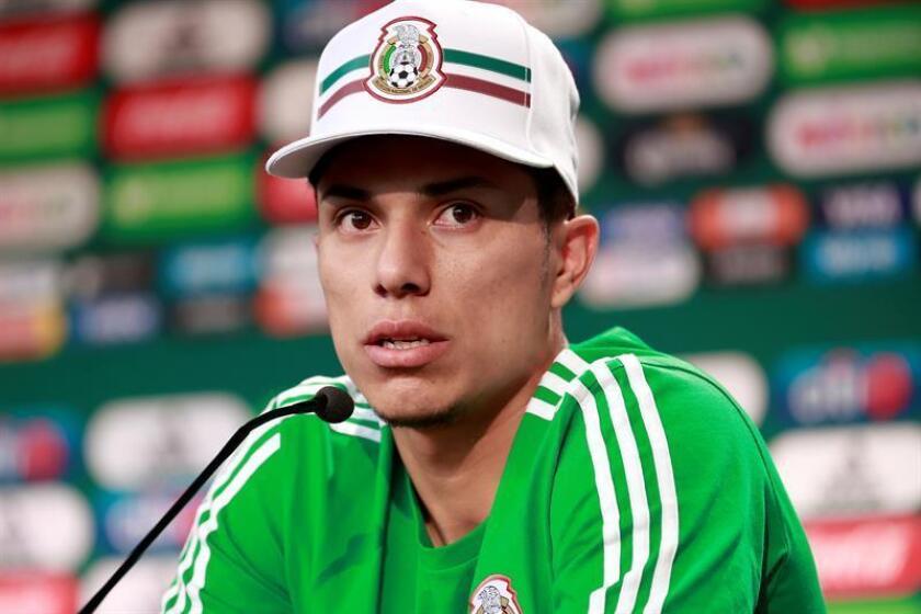 El defensa Carlos Salcedo, otro mundialista mexicano en duda para la Copa Oro