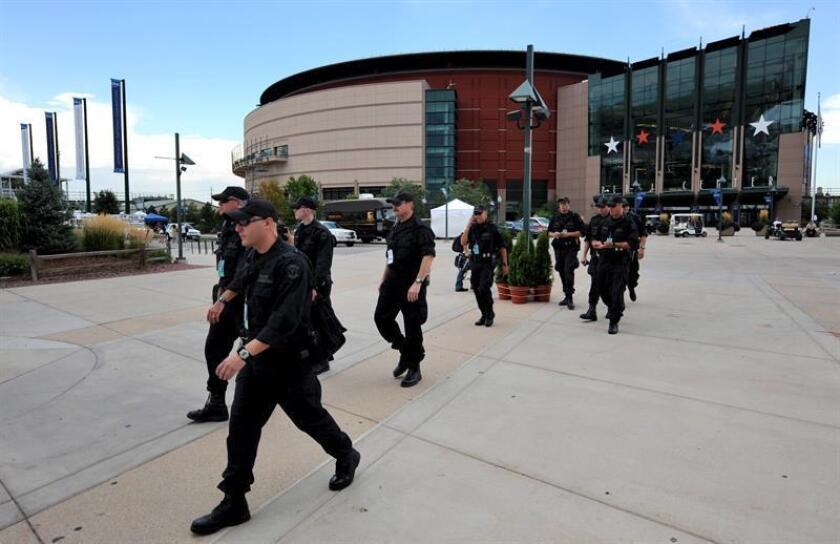El Departamento de Policía de Denver (DPD) anunció hoy que modificará sus reglas de uso de fuerza y que convocará a reuniones públicas a partir de la semana próxima para debatir las reglas actuales y las nuevas propuestas. EFE/Archivo