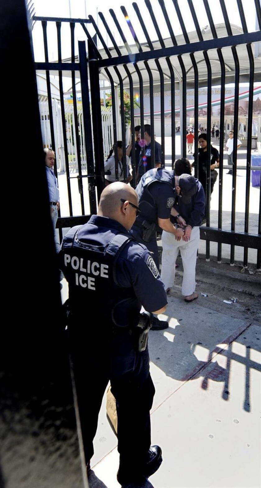 Un inmigrante mexicano que reside en Colorado, y cuya esposa peruana se halla refugiada en una iglesia para evitar ser deportada, fue arrestado hoy por agentes federales, informó la filial en Denver del Comité de Servicios de Amigos Americanos (AFSC, en inglés). EFE/ARCHIVO