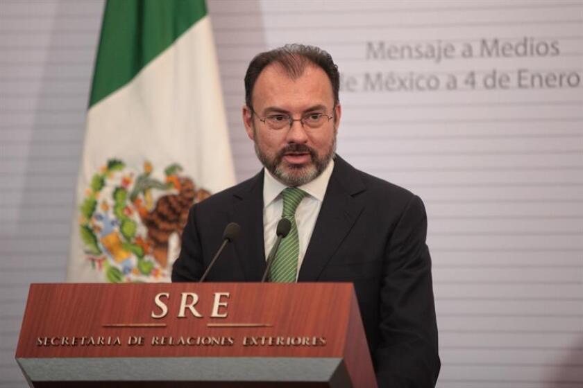 """El nuevo secretario de Relaciones Exteriores de México, Luis Videgaray, reconoció hoy al asumir el cargo que su país enfrenta """"amenazas"""" y un """"retos enormes"""", pero rehuyó hablar de la relación con el futuro presidente de EE.UU. Donald Trump. EFE"""