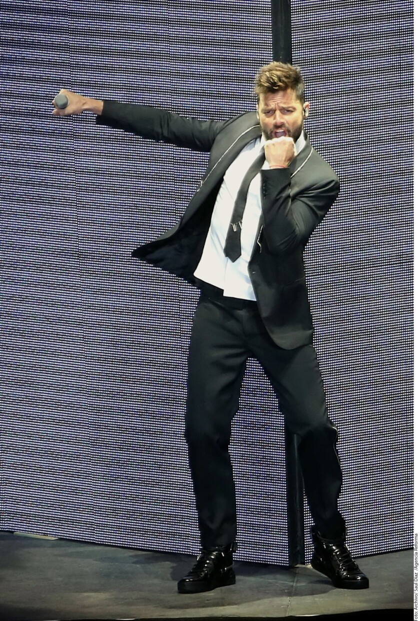 """Ricky Martin y hasta Céline Dion podrían cantar en """"Eternamente Juan Gabriel"""", homenaje a """"El Divo de Juárez"""", confirmó Gustavo Farías, arreglista del cantautor y productor del evento."""