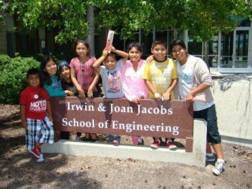 Casa de Amistad seeks more volunteers to spark students' learning