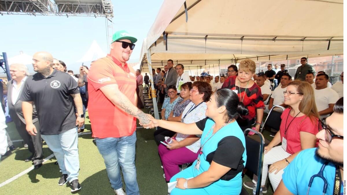 Andy Ruiz visita el Penal del Topo Chico en Monterrey