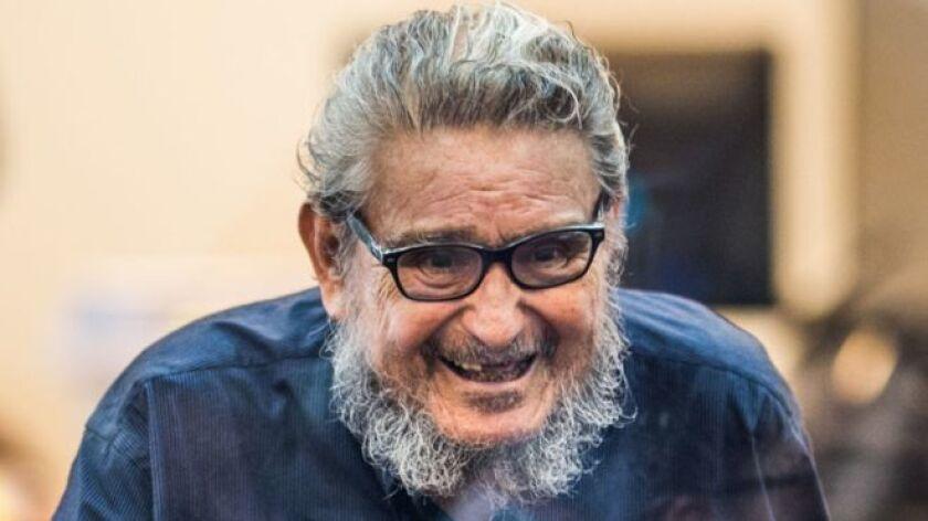 Crespo, quien realizó la solicitud a través de sus cuentas de Twitter y Facebook, pidió la liberación de Guzmán tras el indulto que recibió el domingo el expresidente peruano Alberto Fujimori, quien se encontraba detenido desde 2009 y debía cumplir una sentencia de prisión hasta 2032.