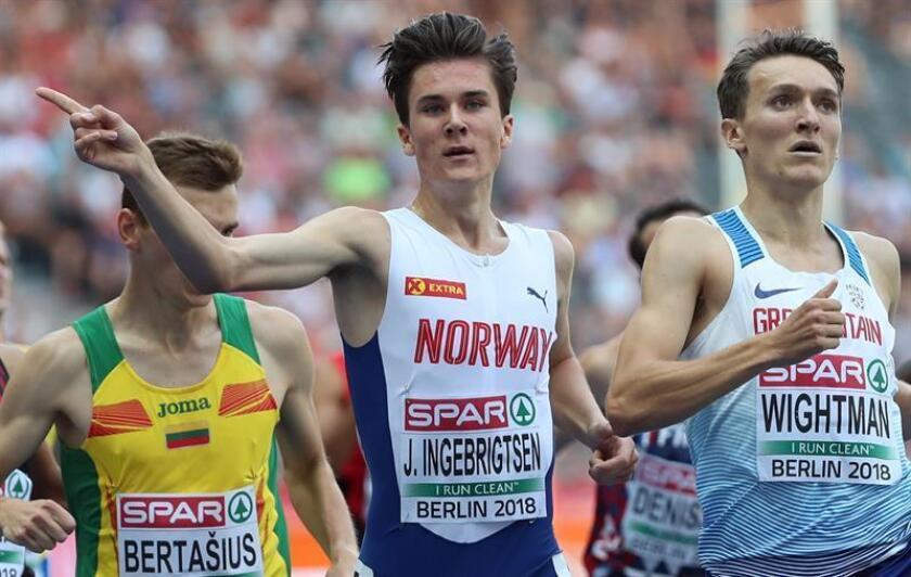 El atleta noruego Jakob Ingebrigtsen (c) participa en una de las series clasificatorias de los 1.500m durante los Campeonatos de Europa de atletismo disputados en Berlín (Alemania) en agosto de 2018. EFE/Archivo