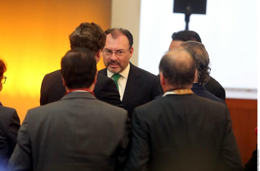El Gobierno de México respondió de manera soberana ante los cambios profundos y nuevos retos en la relación con Estados Unidos que representó la llegada al poder de Donald Trump, afirmó el Canciller Luis Videgaray al inaugurar la Reunión Anual de Embajadores y Cónsules (REC).