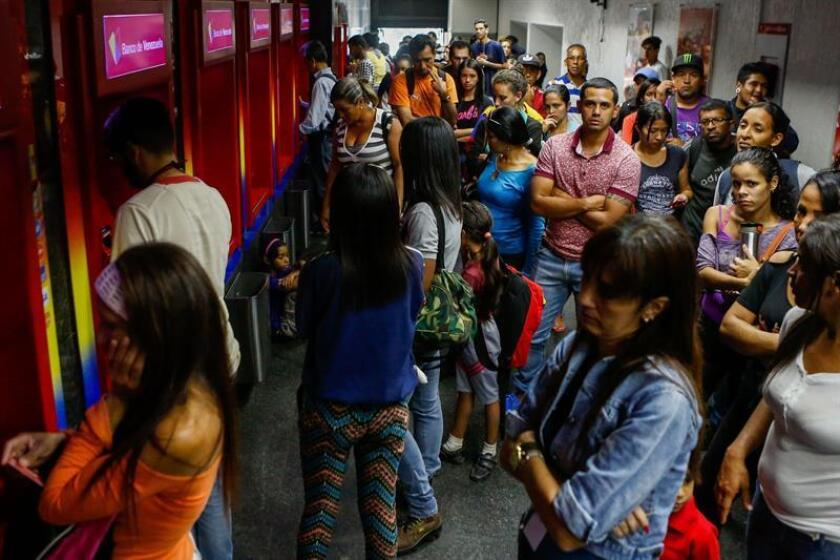 People line up to withdraw money from an ATP on Wednesday in Caracas, Venezuela. EPA-EFE/Cristian Hernandez