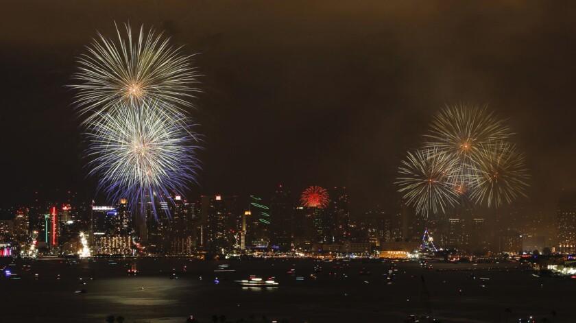 San Diego 2016 Big Bay Boom fireworks. (Hayne Palmour IV/Union-Tribune)