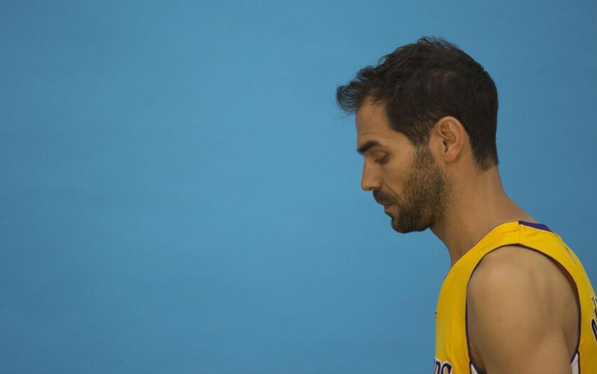 """MIA12 LOS ÁNGELES (CA, EEUU), 26/9/2016.- José Manuel Calderón, base español de Los Angeles Lakers, se mostró hoy, lunes 26 de septiembre de 2016, ilusionado con su fichaje por el equipo californiano y calificó esta nueva etapa como """"un reto importante"""" en su carrera en Los Angeles (EE.UU.). EFE/ARMANDO ARORIZO ** Usable by HOY and SD Only **"""