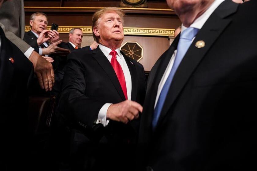 El presidente de los Estados Unidos, Donald J. Trump (c), llega este martes para pronunciar su segundo discurso sobre el Estado de la Unión, en el Capitolio en Washington, DC (EE. UU.). EFE