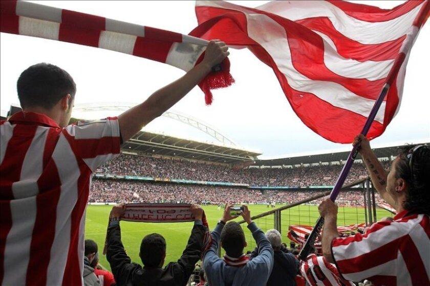 La afición se despide hoy del estadio San Mamés de Bilbao en el partido entre el Athletic y el Levante, correspondiente a la trigesimoséptima jornada de liga en Primera División, último partido oficial del primer equipo en el estadio San Mamés de Bilbao. EFE