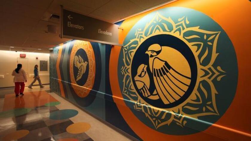 Un mural en el Centro Médico del Condado de Los Ángeles-USC. (Brian van der Brug / Los Angeles Times)