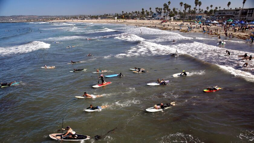 3019563_sd_me_paddle_water_NL San Diego, CA September 24, 2017 Hundreds of San Diegans participat