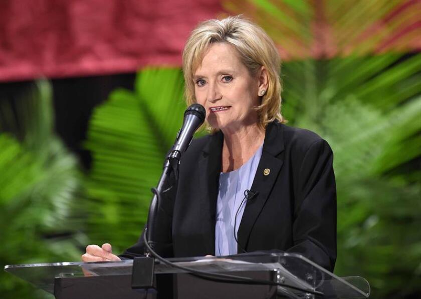 La senadora republicana Cindy Hyde-Smith, que compite por un escaño permanente en la Cámara Alta federal, pidió anoche perdón por unas declaraciones en las que parecía aprobar los linchamientos de ciudadanos de raza negra. EFE/Archivo