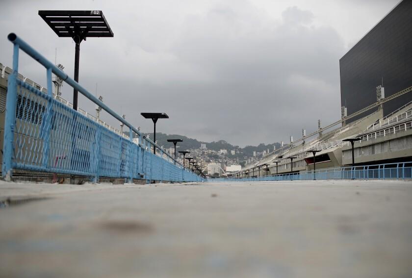Esta fotografía muestra las gradas vacías del Sambódromo, en Río de Janeiro, el lunes 21 de septiembre de 2020. (AP Foto/Silvia Izquierdo)