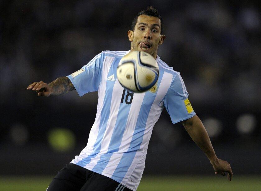 Carlos Tevez podría ser el elegido para comandar el ataque ante Brasil.