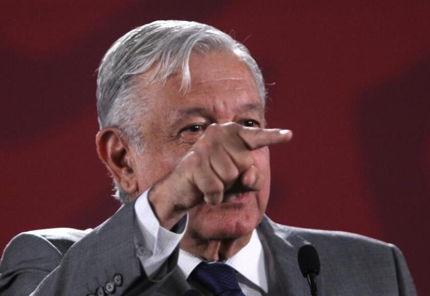 Presidente de México señalará a bancos que cobren más comisiones por remesas