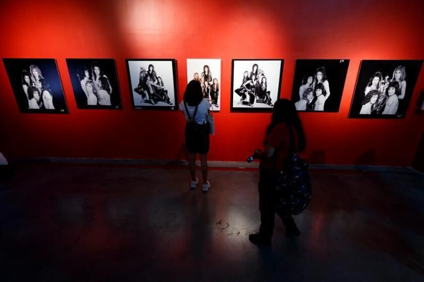 """Visitantes observan la exposición """"Queen: el origen de una leyenda"""" este miércoles, en el Museo de la Ciudad de México (México). EFE"""