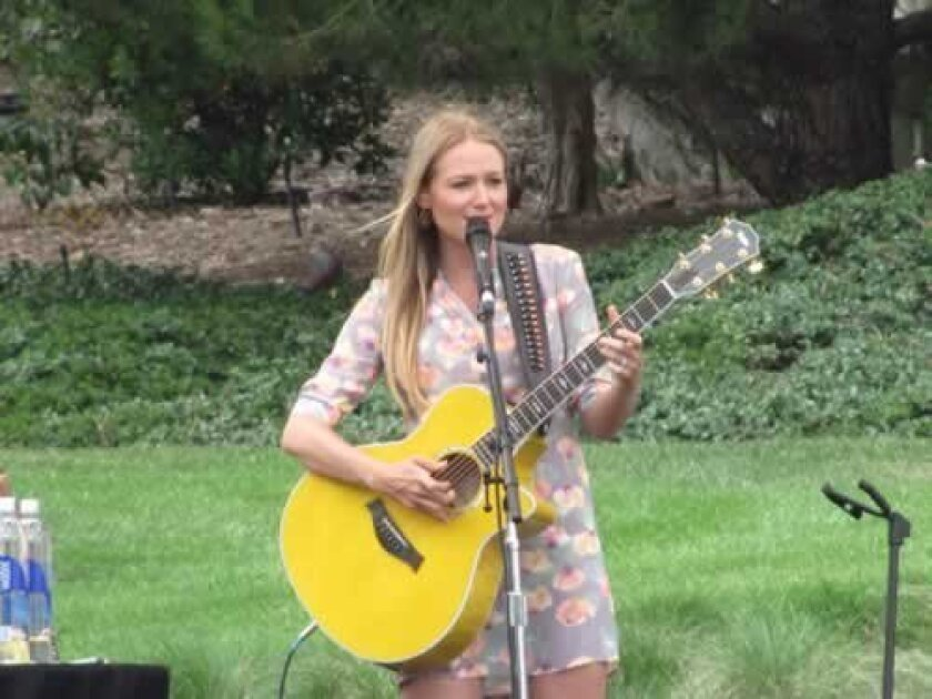 Jewel performs some of her hits, including the inspirational song, 'Hands.'