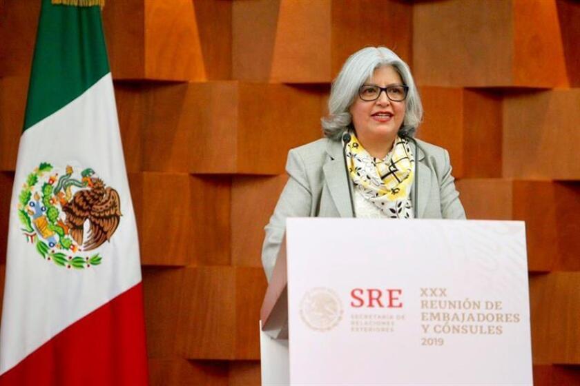 Fotografía cedida de la secretaria de Economía, Graciela Márquez, quien habla hoy en la sede de la Cancillería en Ciudad de México. Las secretarías de Relaciones Exteriores (SRE) y de Economía (SE) firmaron hoy un convenio para promover las exportaciones y la atracción de inversión extranjera directa (IED), informaron fuentes oficiales. EFE/SE/SOLO USO EDITORIAL/ NO VENTAS