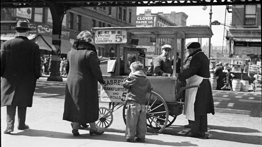 """A Sabrett hot dog stand in New York City in the 1930s. Its website says that it's the """"frankfurter N"""