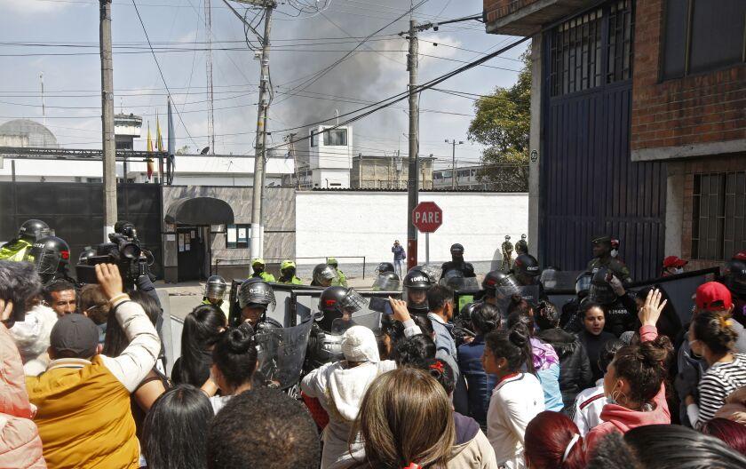 Crowd outside Colombia prison