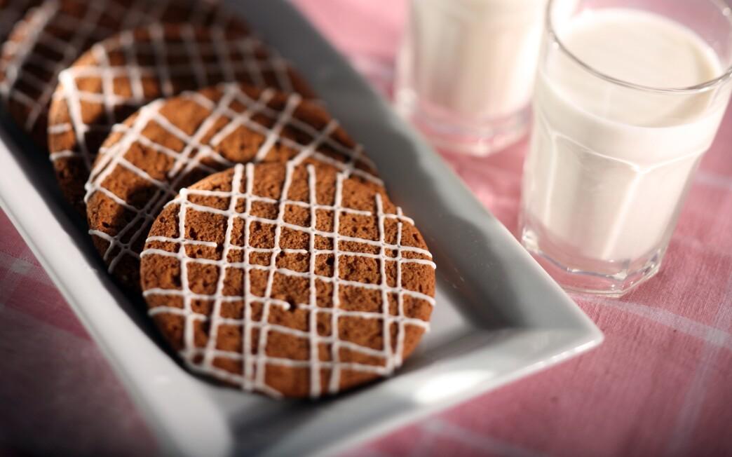 Milk's molasses cookies