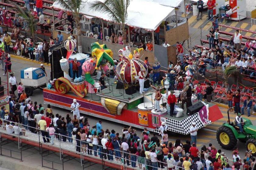 Vista del tercer gran desfile de carros alegóricos el 23 de febrero de 2009, durante la celebración del Carnaval de Veracrúz (México). Por lo menos 250 detenidos y unos 30 lesionados en riñas y asaltos se registraron durante las celebraciones de los primeros seis días del Carnaval más importante de México. EFE/Archivo