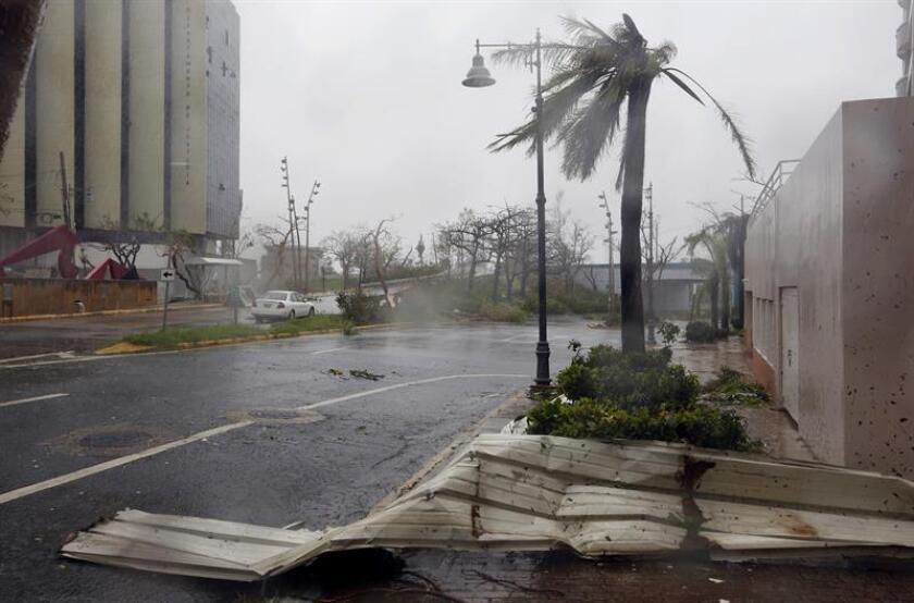 Vista de los daños causados por el paso del huracán María en el sub-barrio de Miramar de Santurce, en el municipio de San Juan (Puerto Rico). EFE/Archivo