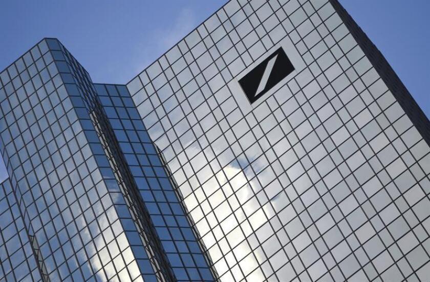 Las autoridades de Nueva York anunciaron hoy que han llegado a un acuerdo con el Deutsche Bank para que pague una multa por 425 millones de dólares por maniobras de lavado de dinero utilizando sucursales en Moscú y Londres. EFE/ARCHIVO