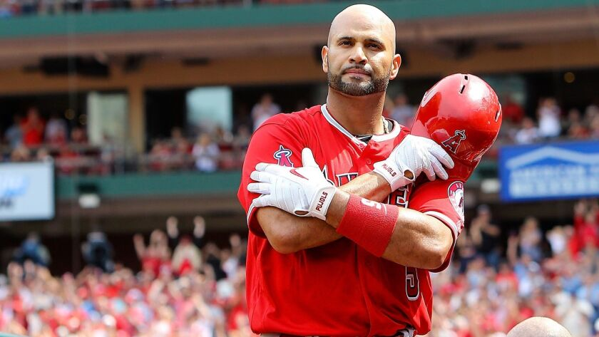 superior quality 90b23 51678 Albert Pujols crushes homer and gets standing ovation from ...
