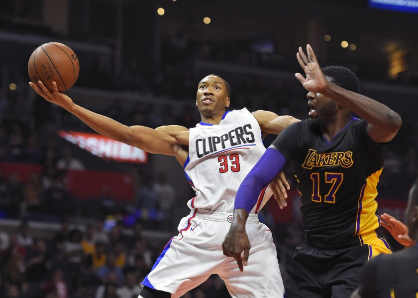 With Lakers flailing and L.A. there for the taking, Clippers fumble a chance thanks to Blake Griffin