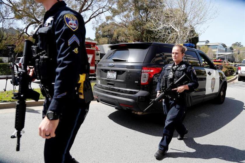 """Un hispano """"armado y peligroso"""" es buscado hoy por la desaparición de dos hombres y una mujer luego de que se encontraran restos humanos calcinados en una vivienda en Littlerock, al noreste de Los Ángeles, California, según dijeron las autoridades. EFE/Archivo"""