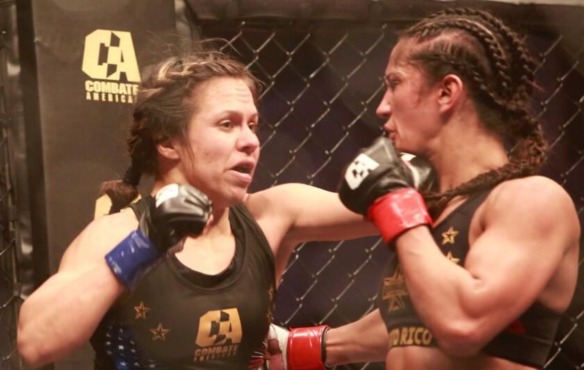 Corina Herrera intercambia golpes ante Amanda Serrano.