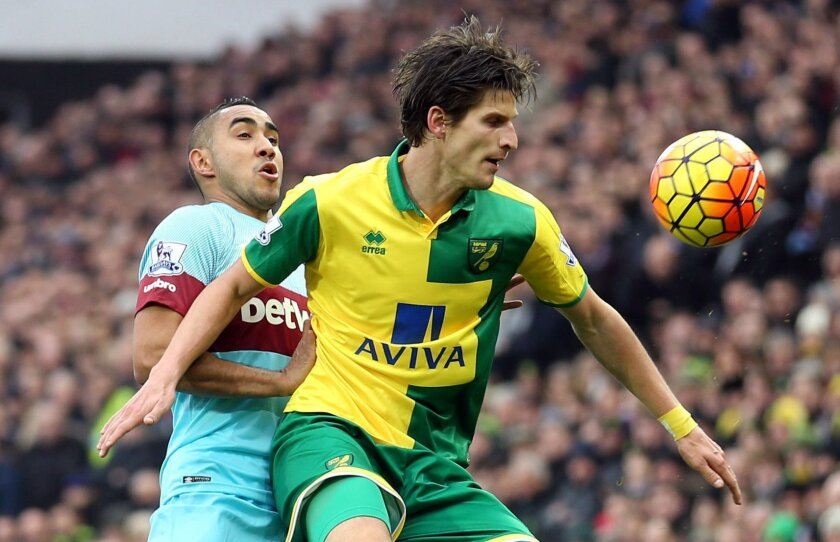 Norwich City's Timm Klose, right, tussles with West Ham United's Dimitri Payet during the English Premier League soccer match at Carrow Road, Norwich, England, Saturday Feb. 13, 2016. (Chris Radburn/PA via AP) UNITED KINGDOM OUT