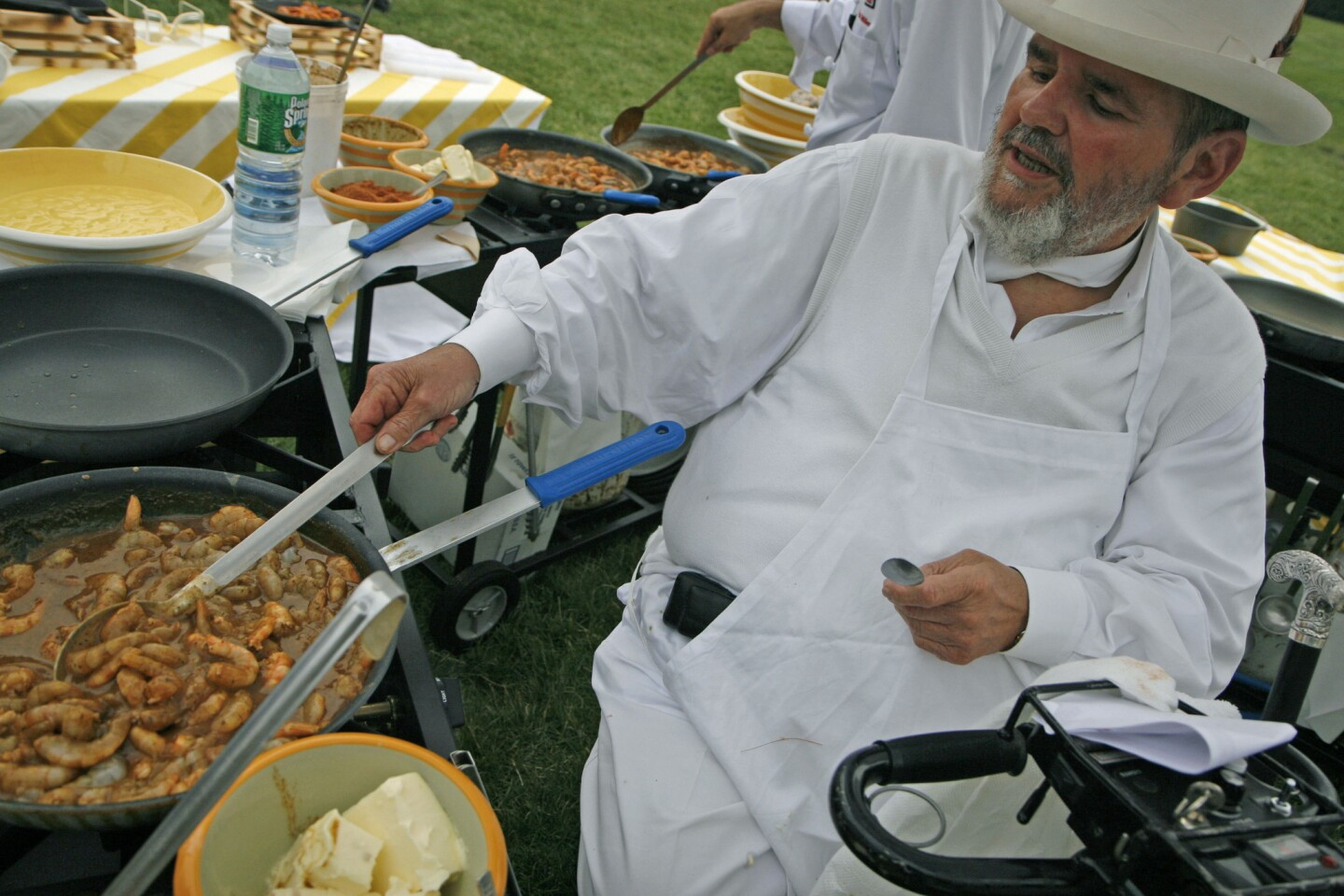 Chef Paul Prudhomme prepares barbecue shrimp at the annual White House congressional picnic in 2007.