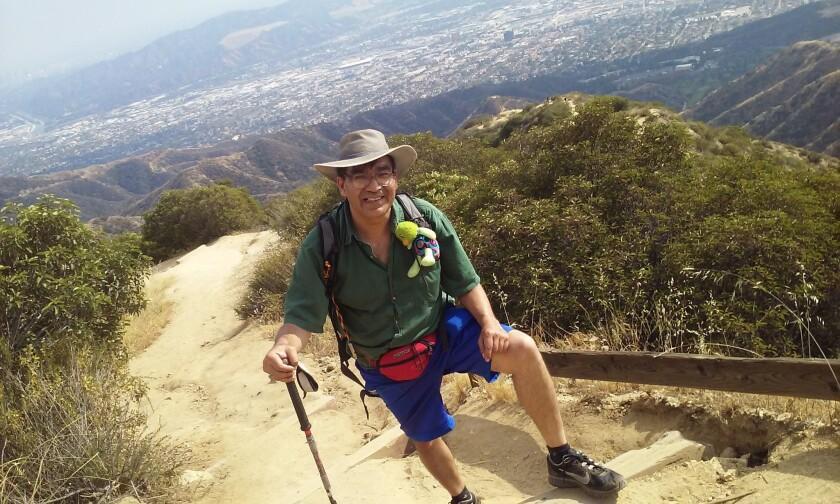 Con la ciudad de Los Ángeles a su espalda, Álex Ramírez realiza un recorrido de rutina.