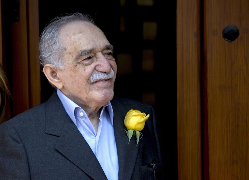 Gabriel Garcia Marquez wears a yellow rose in his lapel
