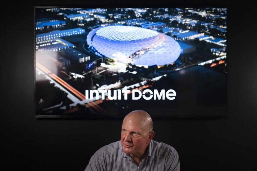 Con una representación del Intuit Dome, la futura casa de los Clippers de Los Ángeles,