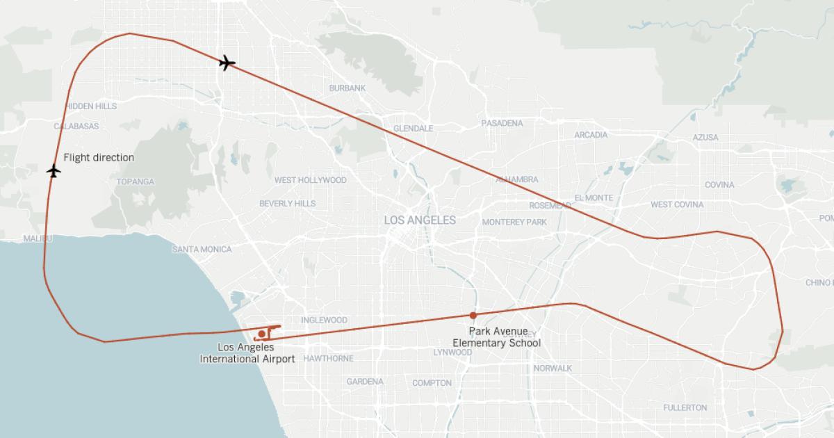 Ακολουθώντας Delta Flight 89 πορεία πριν εισαγωγών καυσίμων σε ένα δημοτικό σχολείο