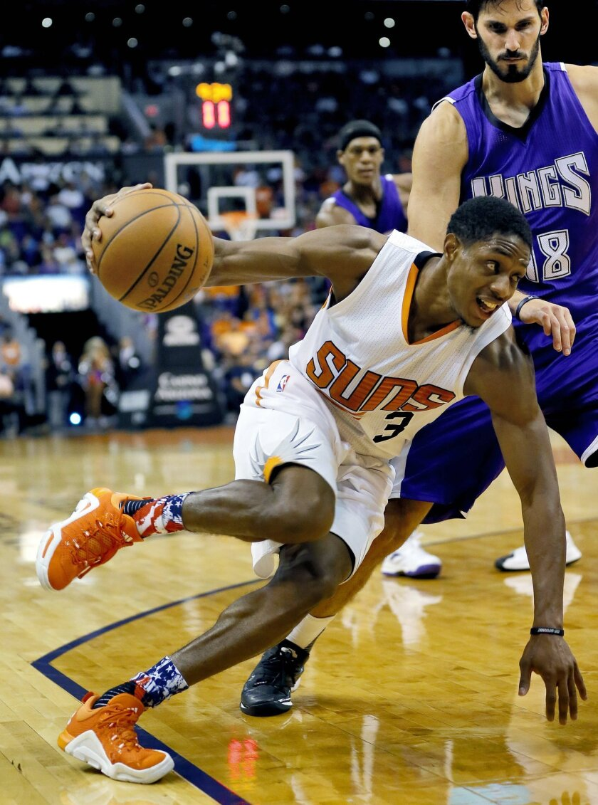 Phoenix Suns' Eric Bledsoe (3) drives past Sacramento Kings' Omri Casspi, of Israel, during the second half of an NBA basketball game, Wednesday, Nov. 4, 2015, in Phoenix. (AP Photo/Matt York)