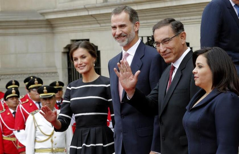 Spain's King Felipe VI (2-L) and Queen Letizia (L) and Peruvian President Martin Vizcarra (2-R) and his wife, Maribel Carmen Diaz (R), pose for photographers during the welcoming ceremony the at Presidential Palace in Lima, Peru, 12 November 2018. EFE-EPA/ Lavandeira Jr