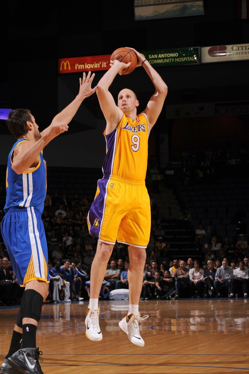 Lakers center Chris Kaman is confident his hand injury won't prevent him from playing in an exhibition game on Tuesday.