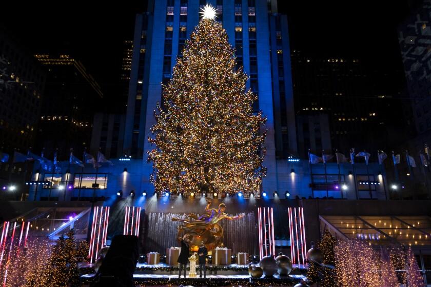 Más de 50.000 luces iluminan el árbol de Navidad de Rockefeller Center durante la ceremonia de encendido