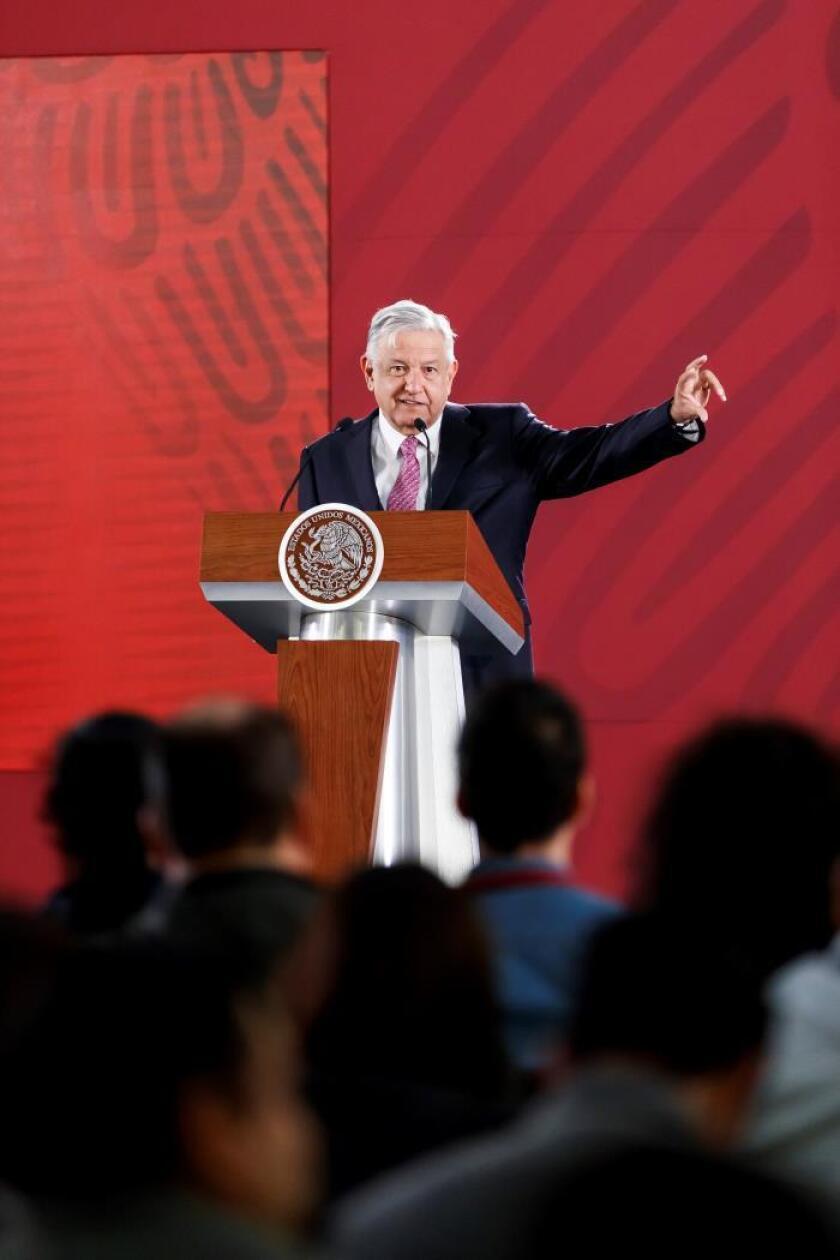 López Obrador: No hay elementos que prueben que Juan Gabriel sigue vivo