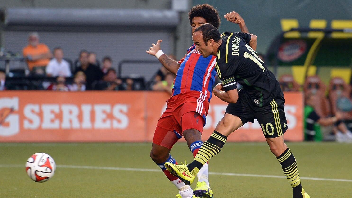 first rate 0e1dd e5529 Landon Donovan pushes MLS All-Stars past Bayern Munich, 2-1 ...