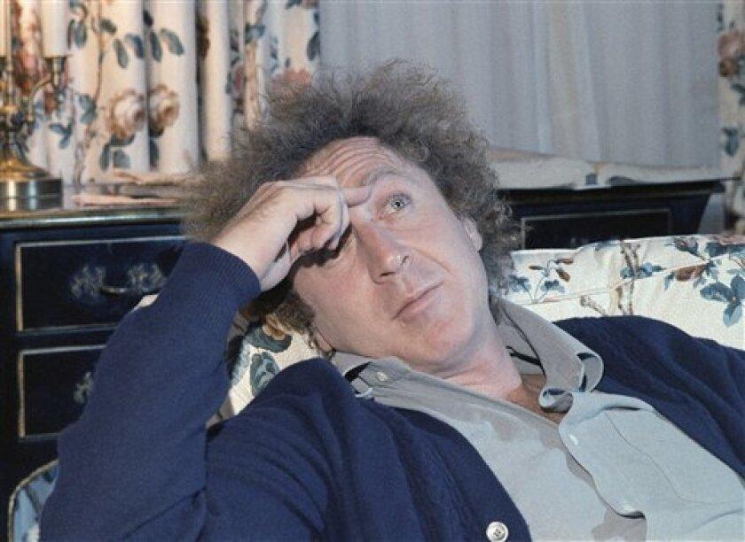 En esta foto del 9 de diciembre de 1977, el actor Gene Wilder durante una entrevista con Jean Claude Bouis en un hotel en Nueva York. El sobrino de Wilder dijo el lunes 29 de agosto del 2016 que el actor murió el domingo por la noche de complicaciones relacionadas con la enfermedad de Alzheimer. Tenía 83 años.